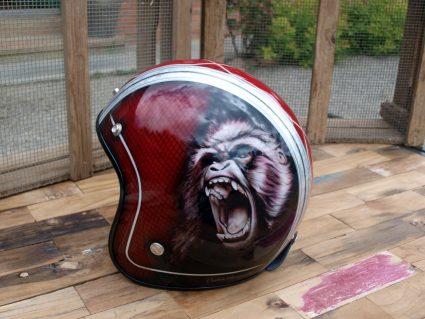 casque-gorille-rouge-custom-aerographie (2)