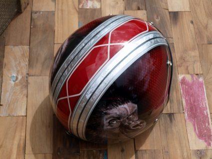 casque-gorille-rouge-custom-aerographie (8)