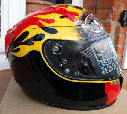 casque-sport-flammes-custom-aerographie (1)
