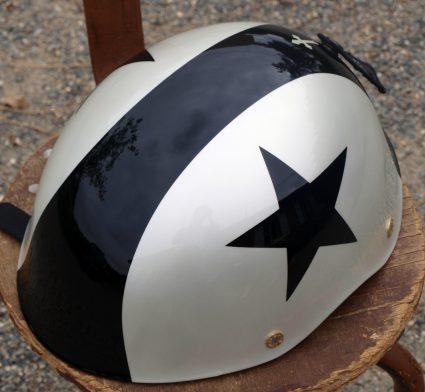 casque-vintage-etoile-noir-blanc-custom-aerographie (2)