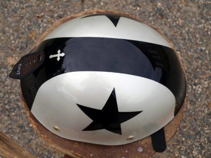 casque-vintage-etoile-noir-blanc-custom-aerographie (3)