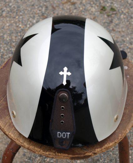 casque-vintage-etoile-noir-blanc-custom-aerographie (4)