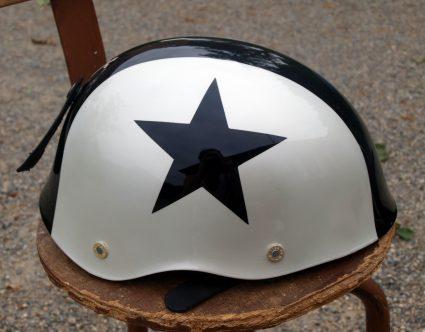 casque-vintage-etoile-noir-blanc-custom-aerographie (5)