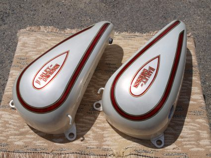 double-reservoirs-harley-davidson-blanc-creme-nacre-dore-custom-aerographie (1)