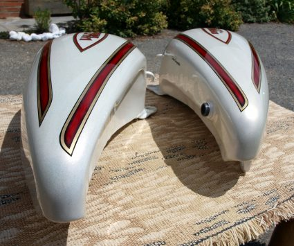 double-reservoirs-harley-davidson-blanc-creme-nacre-dore-custom-aerographie (4)