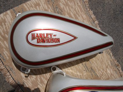 double-reservoirs-harley-davidson-blanc-creme-nacre-dore-custom-aerographie (5)