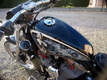 harley-davidson-dentelle-noir-blanc-vintage-pin-up-custom-aerographie (12)