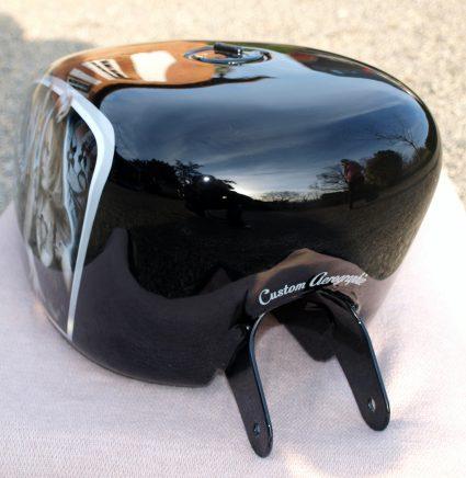harley-pin-up-dentelle-noir-blanc-custom-aerographie (6)