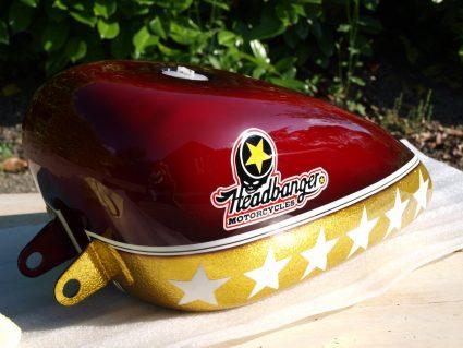 headbang-rouge-or-flake-custom-aerographie (1)
