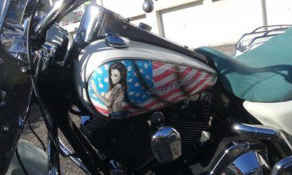 moto-amerique-patriote-pin-up-sexy-drapeau-americain-custom-aerographie (3)