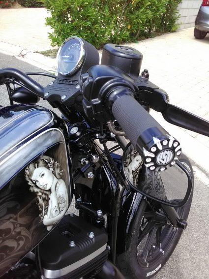 moto-sportster-graphix-bleu-custom-aerographie (2)