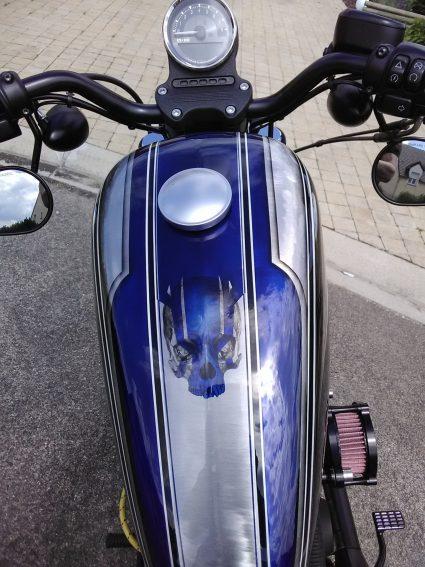 moto-sportster-graphix-bleu-custom-aerographie (5)