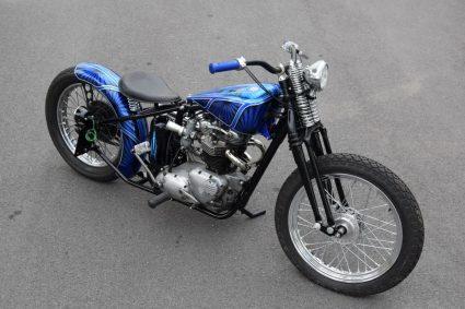moto-triumph-bleu-flake-lowrider-custom-aerographie (2)