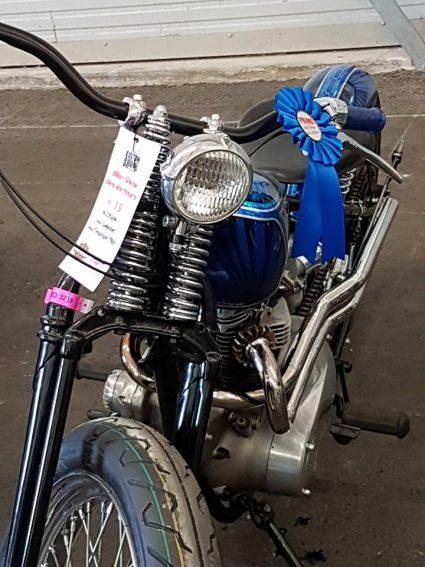 moto-triumph-bleu-flake-lowrider-custom-aerographie (4)