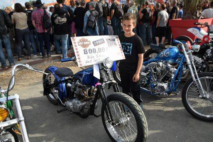 moto-triumph-bleu-flake-lowrider-custom-aerographie (5)
