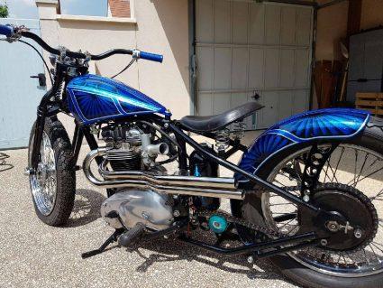moto-triumph-bleu-flake-lowrider-custom-aerographie (8)