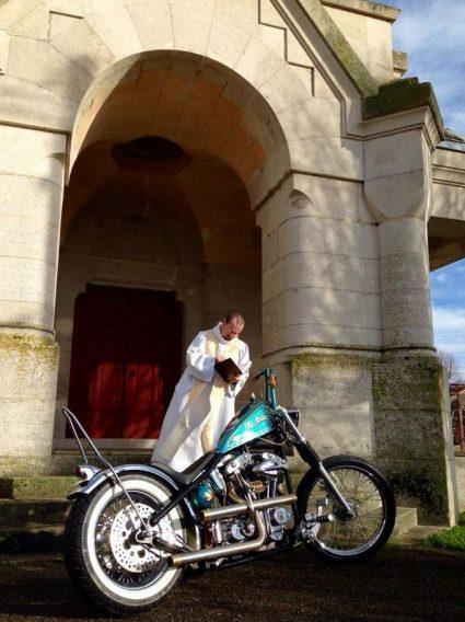 odissey-motorcycle-el-padre-jesus-kos-thor-custom-aerographie (14)