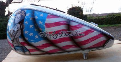 reservoir-amerique-patriote-pin-up-sexy-drapeau-americain-custom-aerographie (8)