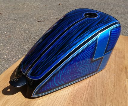 reservoir-flake-bleu-s-old-dream-custom-aerographie (1)