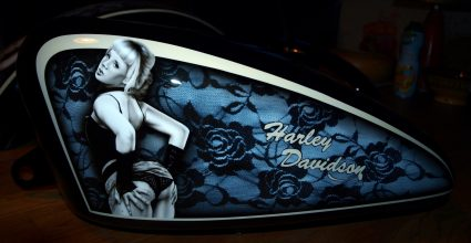 reservoir-harley-davidson-dentelle-noir-blanc-vintage-pin-up-custom-aerographie (2)