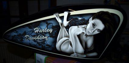 reservoir-harley-davidson-dentelle-noir-blanc-vintage-pin-up-custom-aerographie (3)