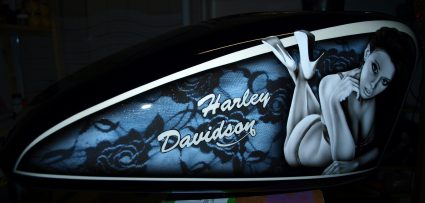 reservoir-harley-davidson-dentelle-noir-blanc-vintage-pin-up-custom-aerographie (4)