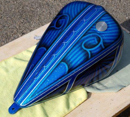 triumph-bleu-flake-lowrider-custom-aerographie (3)