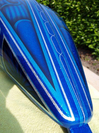 triumph-bleu-flake-lowrider-custom-aerographie (4)