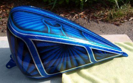 triumph-bleu-flake-lowrider-custom-aerographie (5)