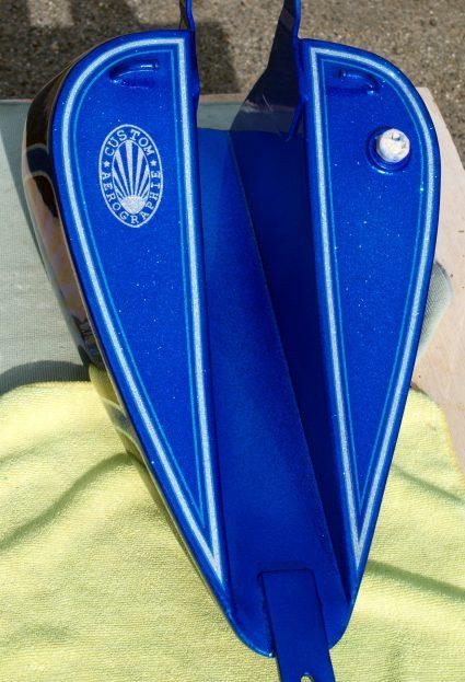 triumph-bleu-flake-lowrider-custom-aerographie (8)