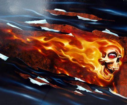 true-fire-flamming-realiste-crane-skull-custom-aerographie (2)